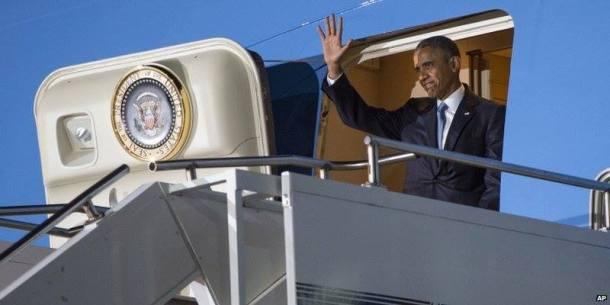 Obama arrive