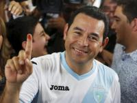 Jimmy Morales, presidential candidate for the National Convergence Front party (FCN) shows his ink-stained finger after casting his vote at a polling station in Guatemala City, October 25, 2015. REUTERS/Jorge Dan Lopez